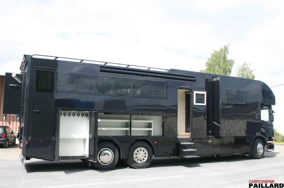 Camion chevaux poids lourd SCANIA 6×2, 7 chevaux