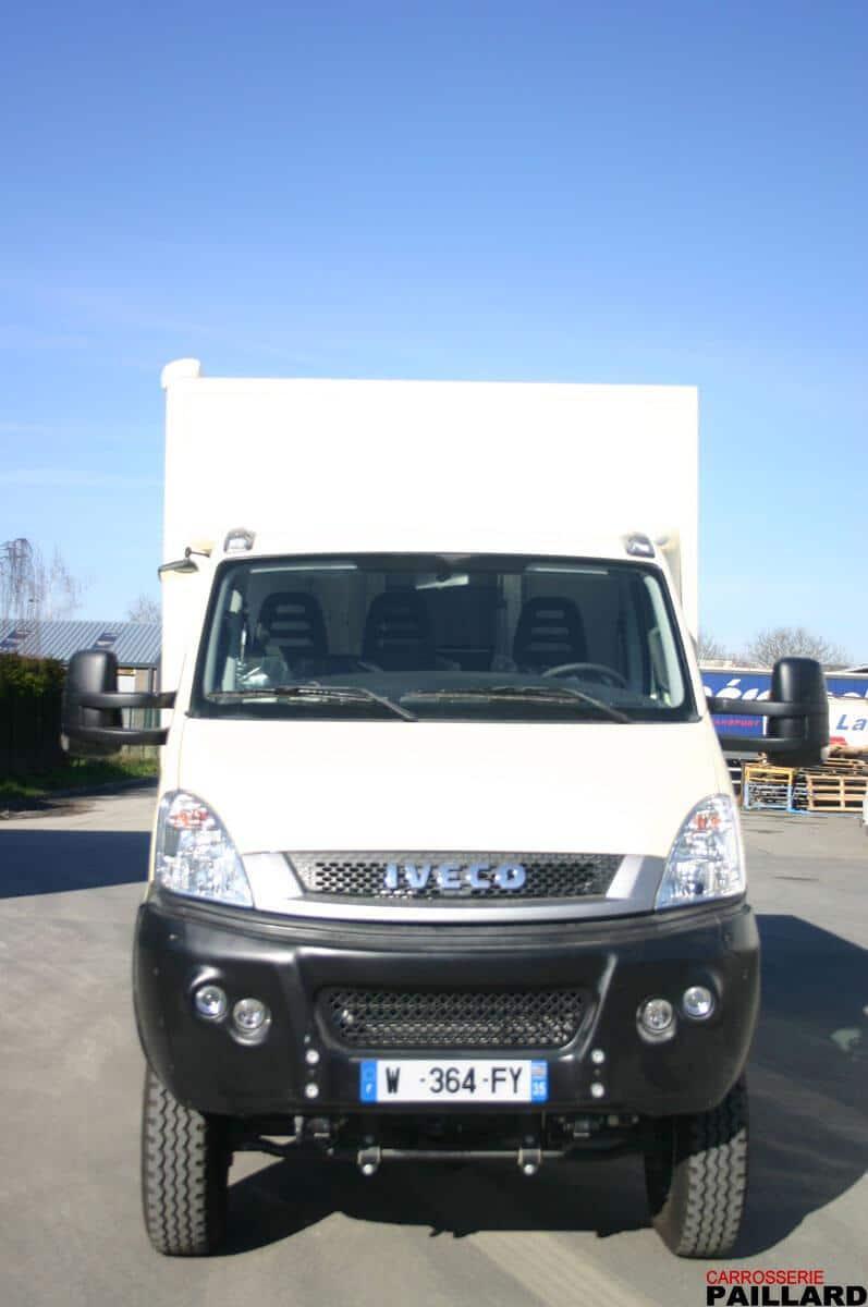 Camping-car poids-lourd IVECO Daily 4×4 avec extension à l'arrière