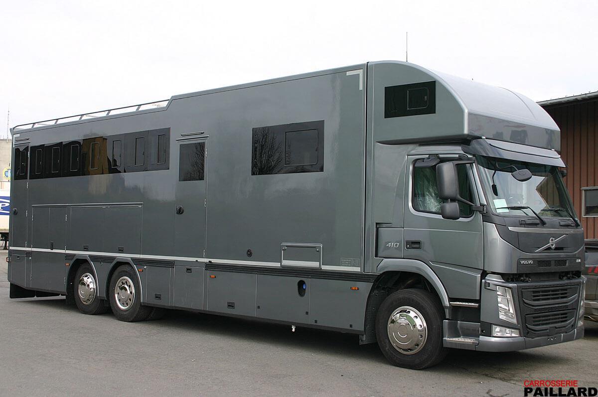 Camion chevaux VOLVO 6×2 7 chevaux avec home-car