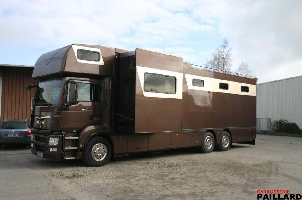 Haras de Hus – Camion-chevaux Man 6×2 pour le transport de 8 chevaux